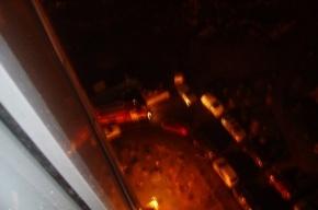Спасатели эвакуировали 30 человек из-за серьезного пожара в Шушарах