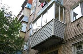 Очевидцы: тело неизвестного «висит с балкона» на Крыленко