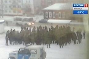 Спецназ выдвинулся в Нижнеудинск, где местные жители подрались с солдатами