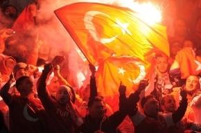 Турецкие фанаты кричали «Аллах Акбар» во время минуты молчания из-за терактов в Париже