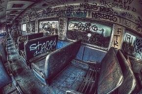 Хулиганы пробрались ночью в депо и разрисовали вагон метро