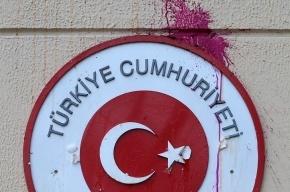 Неизвестные сожгли турецкий флаг перед генконсульство Турции в Новороссийске