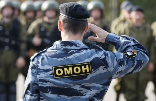 Четверо людей избили ОМОНовца в Петербурге