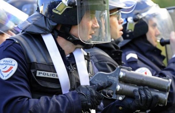 Неизвестный мужчина забаррикадировался в здании почты во Франции