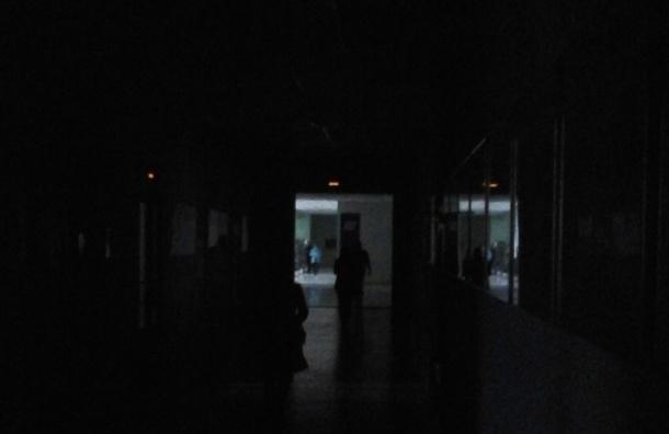 Свет отключили в Петербурге утром 6 ноября, восстановить подачу электричества обещали в ближайшие минуты