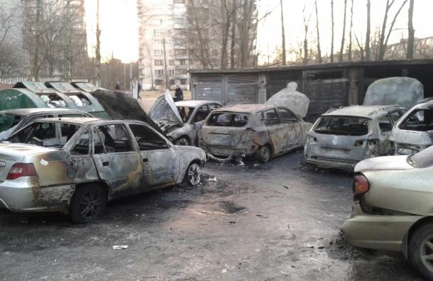 Автоподжигатели в шапках Дедов Морозов стали виновниками пожара 27 декабря