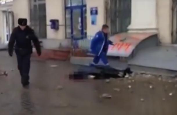 Балкон упал человеку на голову в Москве