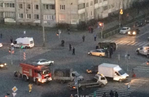 Очевидцы: За полчаса на перекрестке Художников в аварию попали машины пожарных и полиции