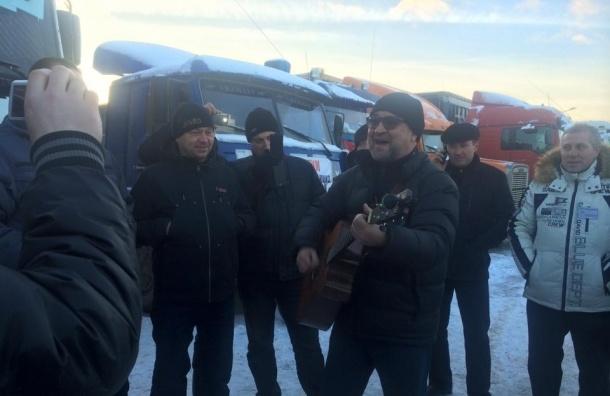 Юрий Шевчук приехал поддержать дальнобойщиков