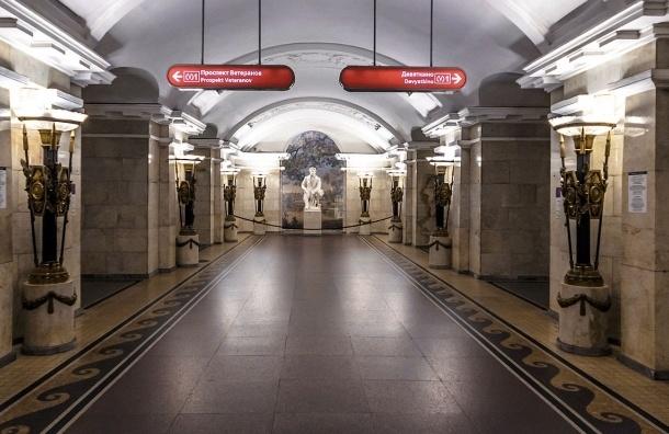 Кировско-Выборгская линия стояла из-за неисправного поезда