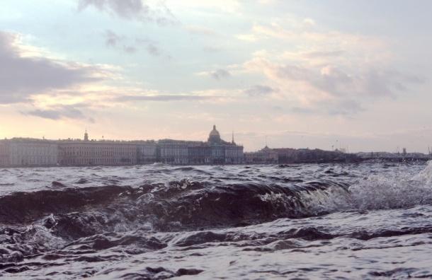 Угрозу наводнения ожидают в Петербурге утром в субботу