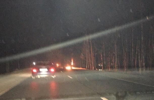 Пробка на Мурманском шоссе возникла из-за загоревшегося бензовоза