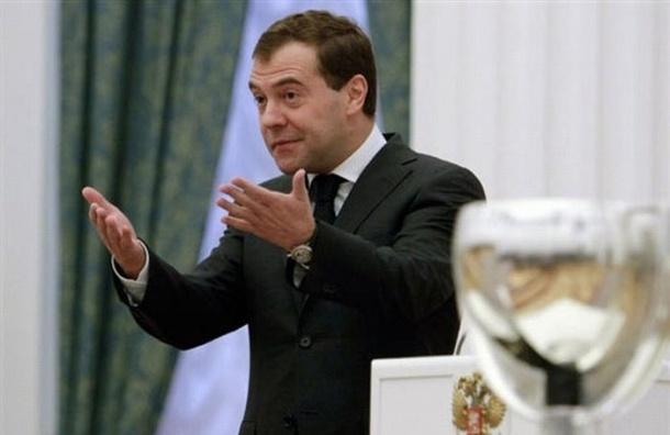 Медведев просит губернаторов меньше тратить на пиар