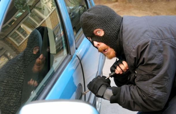 Вор-угонщик предложил петербургскому прокурору выкупить свой автомобиль за 100 тыс. рублей