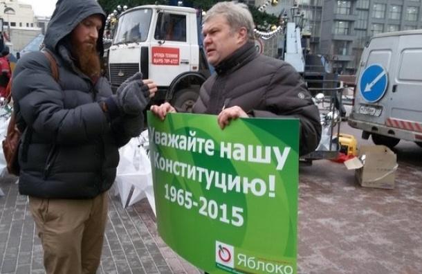 Лидер Яблока Митрохин задержан в центре Москвы