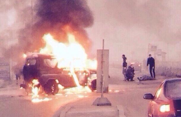 Машину полицейских расстреляли среди дня в Мурино, двое погибли