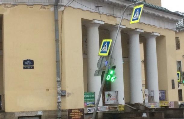 Усиление ветра ожидается в Петербурге днем