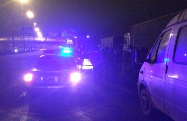 К петербургским дальнобойщикам подъехала полиция