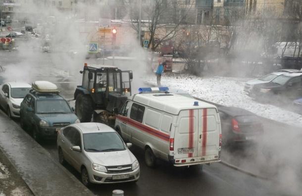 Автомобили сварились в кипятке на углу Кирочной и Новгородской