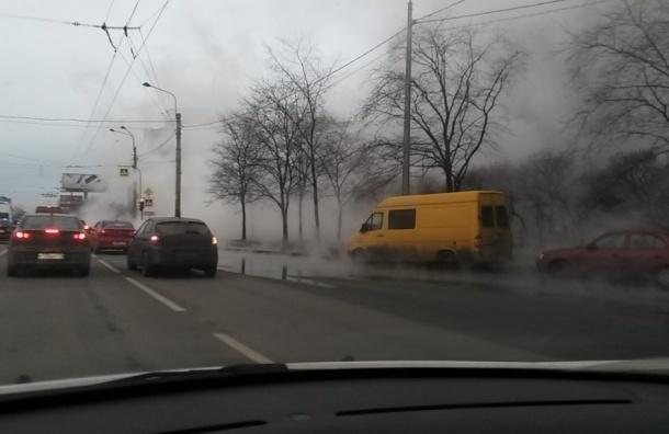 Кипяток залил дорогу возле перекрестка Казакова и Жукова