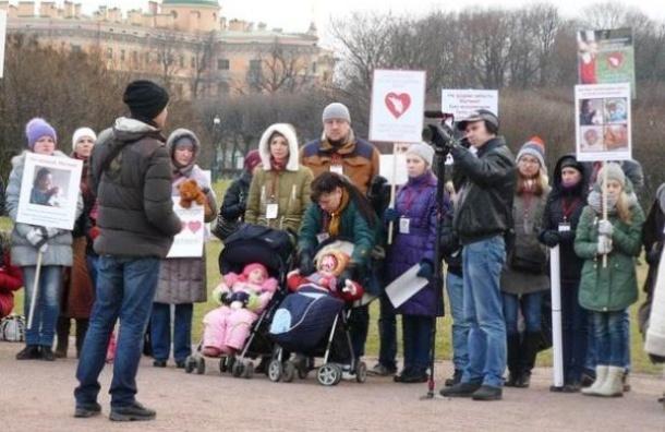 В Петербурге прошел митинг в защиту малыша, пострадавшего от халатности врачей