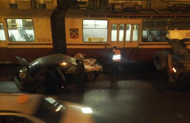«Праздничное» ДТП с новогодней иллюминацией и пожаром произошло на Васильевском