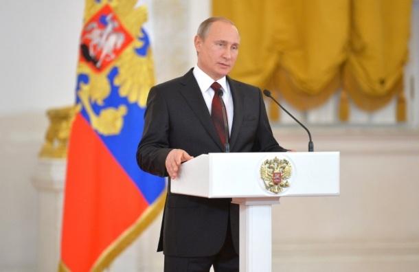 Президент России Владимир Путин начал обращение к Федеральному собранию