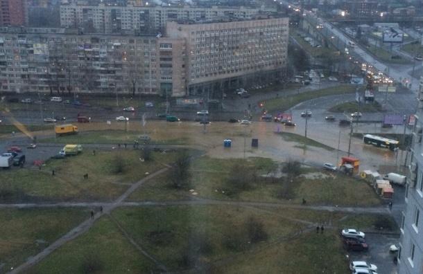 Гамбургская площадь оказалась в воде из-за коммунальной аварии