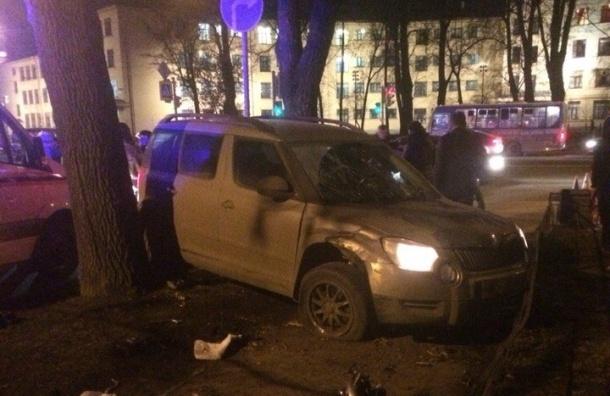 Четыре человека серьезно пострадали в страшной аварии на Стачек