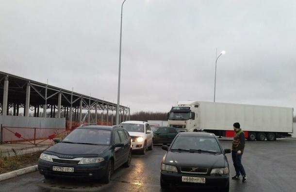Дальнобойщики собрались для протеста на Софийской