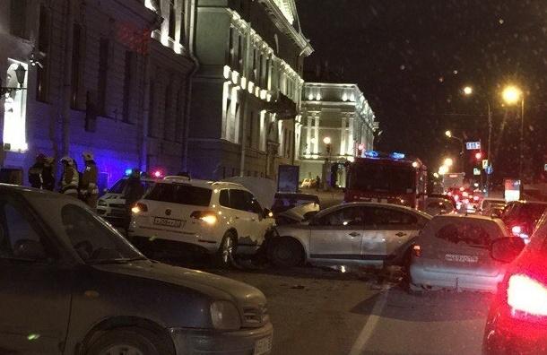 Четыре автомобиля столкнулись на Дворцовой набережной