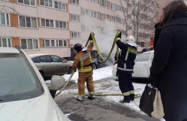 Очевидцы: На проспекте Просвещения взорвалась машина
