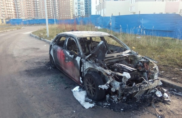 Иномарка полностью выгорела на проспекте Кузнецова