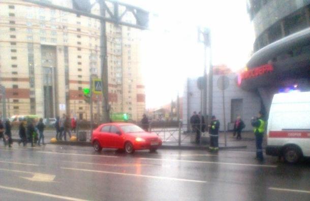 Мужчина, сбитый машиной на Комендантском, потерял много крови