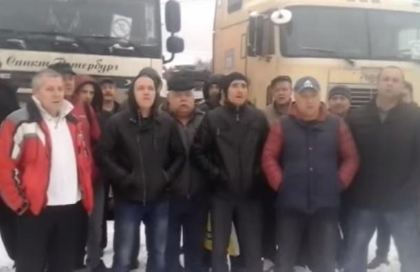 Петербургских дальнобойщиков под Москвой становится больше