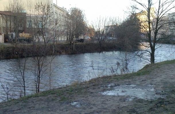 Дамбу в Петербурге вновь закрыли из-за угрозы наводнения