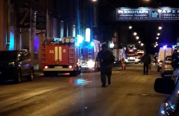 Пожарные тушат Василеостровскую ТЭЦ по 4-му номеру сложности