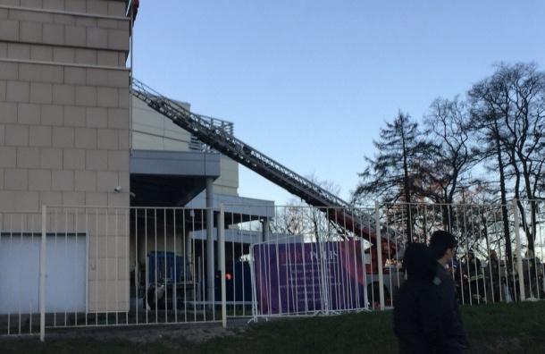 Пожарные тушат «Европолис» на Полюстровском проспекте