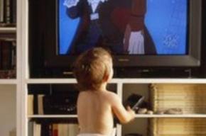 Двухлетнюю малышку едва не убило телевизором в Колпино