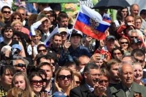 Россияне уверены, что РФ несмотря на санкции должна продолжать «гнуть свою линию»