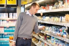Две трети россиян тратят основную часть зарплаты на еду