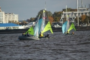 Смольный пока не будет перестраивать старейший яхт-клуб на Петровской косе