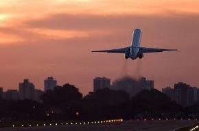 Опоздавшие на самолет пассажиры выломали дверь телетрапа в Пулково