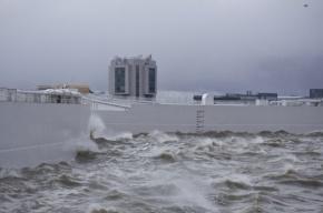 Угроза наводнения в Петербурге временно миновала