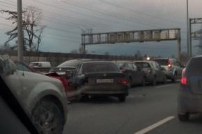 Массовая авария из семи авто на КАД, движение встало намертво