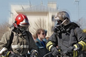 Шесть расчетов тушили пожар в квартире на Стачек, два человека погибли
