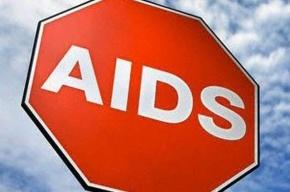 Зараженная ВИЧ вышла на улицу Петербурга с плакатом «обними меня»