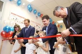 Губернатор Ленобласти Александр Дрозденко и генеральный директор ООО «Полис Групп» Иван Романов открыли детский сад