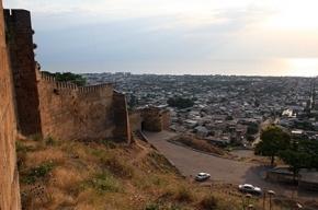Группу туристов расстреляли в дагестанском Дербенте, погиб сотрудник ФСБ