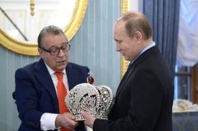Хазанов подарил Путину императорскую корону